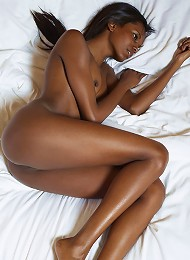 Valerie Royal Gold